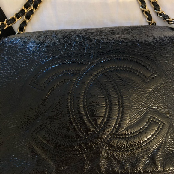CHANEL Handbags - Chanel black patent leather purse gold chain&clasp